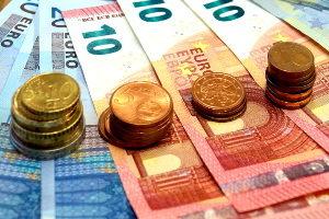Die Pflegegeldstufen sind in Deutschland einheitlich geregelt. Die Leistungen entsprechen der Pflegestufe des Versicherten.