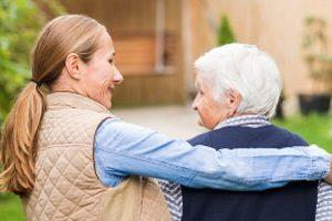 Das Pflegerecht unterstützt Angehörige bei der Pflege von Familienmitgliedern.