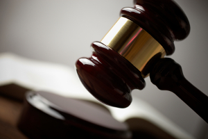 Das OLG Hamm bestätigte ein Urteil des Landesgerichts Hagen: Kläger steht Pflichtteil als Enkel zu