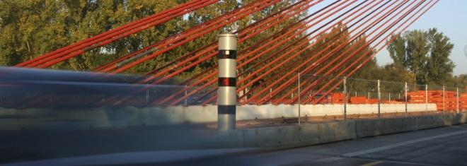 Geschwindigkeitsmessung mit dem PoliScan Speed: Der Tower ist ein stationärer Blitzer.