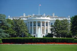 Wer die Präsidentschaftswahlen in den USA gewinnt, zieht ins Weiße Haus ein.