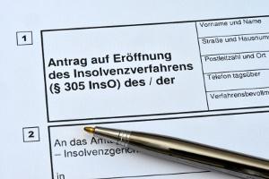 Die Privatinsolvenz wird auf Antrag eröffnet, nicht von Amts wegen.