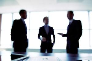Vor einer Privatinsolvenz sollten Sie eine außergerichtliche Einigung versuchen.