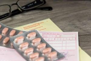 Auch wer in der Probezeit krank wird, hat Anspruch auf eine Entgeltfortzahlung.
