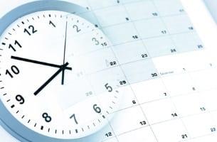 In der Probezeit gelten häufig verkürzte Kündigungsfristen.