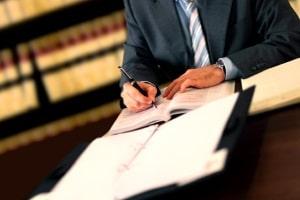 Ein Rechtsanwalt für Strafrecht in Stuttgart bietet kompetente Hilfe bei Rechtsstreitigkeiten nach dem StGB.