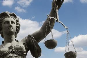 Das Rechtsanwaltsvergütungsgesetz löste die Bundesrechtsanwaltsgebührenordnung ab.