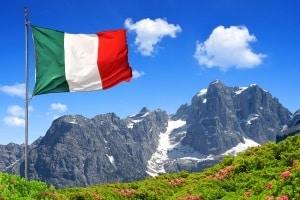 Der deutsche Rechtsextremismus und der italienische Faschismus haben sich aus unterschiedlichen Strömungen entwickelt.