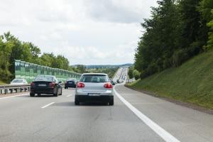 Es gibt Ausnahmen vom Rechtsfahrgebot auf der Autobahn. Eine Strafe droht in einem solchen Fall entsprechend nicht, wenn Sie das Gebot missachten.