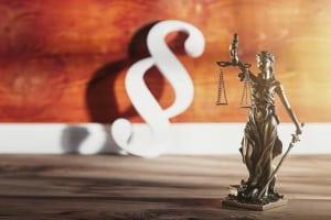 Das Rechtsfahrgebot ist in der StVO geregelt.