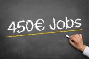 Das Gehalt aus einem 450-Euro-Job kann anrechnungsfrei zur Rente mit 63 hinzuverdient werden.