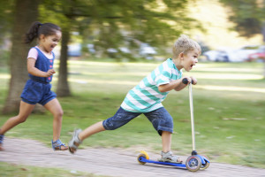 Beim Residenzmodell leben die Kinder laut Umgangsrecht vor allem bei einem Teil der Eltern.