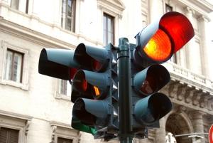 Über eine rote Ampel gefahren? Ein Fahrverbot droht fast regelmäßig.