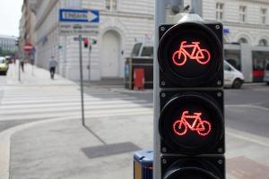 Rote Ampel überfahren: Die Strafe für Radfahrer ist geringer als die für Kraftfahrer.