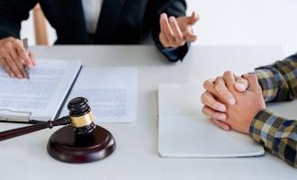 Lassen Sie als Geschädigter sich von einem auf das Schadensersatzrecht spezialisierten Anwalt beraten.