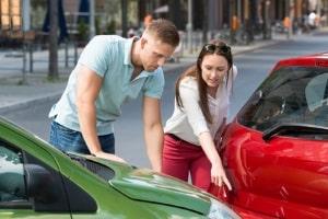 Bei der Schadensregulierung nach einem Unfall hilft ein Anwalt für Versicherungsrecht in Hannover.