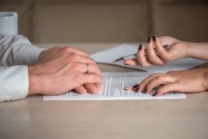 Auf dem Weg zum Ziel, stehen den Eheleuten während der Scheidung bzw. deren Ablauf einige Etappen bevor.