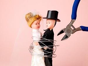 Bei einer Scheidung können die Ehegatten den Ehenamen beibehalten