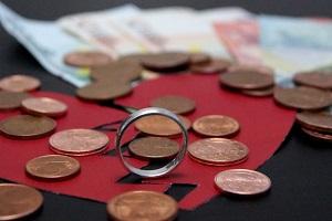 Da Sie bereits für den Scheidungsantrag einen Anwalt benötigen, entstehen dann schon Kosten.