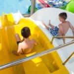 Weil eine lückenlose Aufsicht in Schwimmbad nicht üblich ist, gibt es in diesem Fall kein Schmerzensgeld vom Schwimmbad.