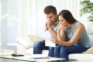 Mit negativer SCHUFA-Auskunft schwinden die Aussichten auf einen Kredit.