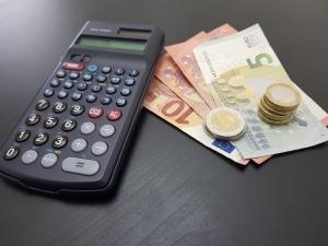 Bei der Schwerbehindertenrente gibt es Abzüge, wenn Sie zu viel Geld hinzuverdienen.