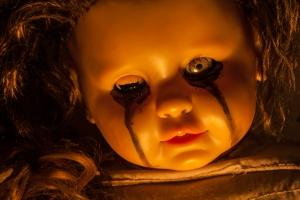 Körperliche und seelische Kindeswohlgefährdung kann schwerwiegende Folgen für die Entwicklung von Kindern haben.