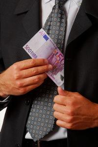 Auch Selbstgeldwäsche ist meist strafbar.
