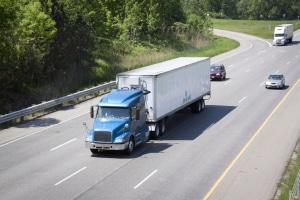 Das Sonntagsfahrverbot sieht Ausnahmen vor, die unter anderem den Transport von Lebensmitteln erlauben können.