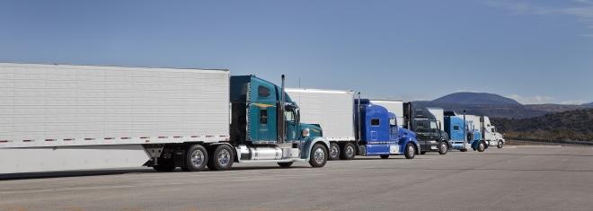 Das Sonntagsfahrverbot betrifft Lkw über 7,5 t oder mit Anhänger.