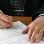 Im Standardmietvertrag vereinbaren Mieter und Vermieter Rechte und Pflichten.