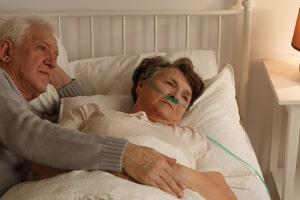 Die Sterbebegleitung zielt darauf ab, dem Erkrankten die letzte Lebenszeit so angenehm wie möglich zu gestalten.