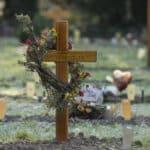 Passive Sterbehilfe ist per Gesetz in Deutschland nicht grundsätzlich verboten.
