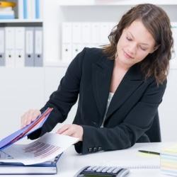 Eine Steuererklärung ist bei selbstständiger Arbeit Pflicht.