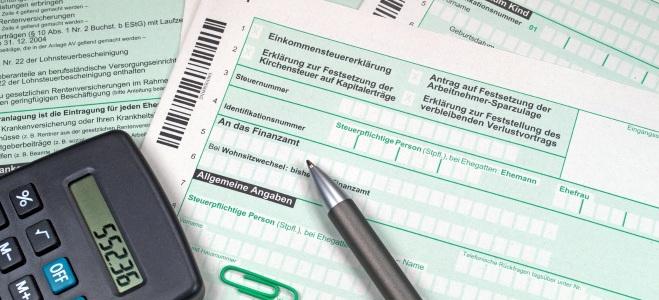 Wenn Ehegatten in Steuerklasse 3 und 5 veranglagt werden wollen, muss diese einen Antrag stellen.