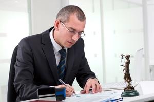 Bei einer Strafanzeige wegen Sachbeschädigung hilft Ihnen ein Strafverteidiger.
