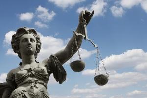 Strafbefehlsverfahren: Die Staatsanwaltschaft kann die öffentliche Klage auch zurücknehmen.
