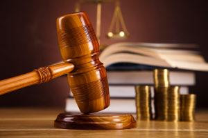 Auch im Strafverfahren steht die Opferhilfe Ihnen zur Seite und begleitet Sie z. B. zum Gericht.