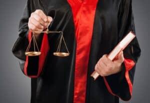 Ein Strafverteidiger übernimmt die Verteidigung in Strafverfahren