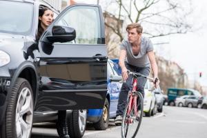Im Straßenverkehr spielt das Schadensersatzrecht eine große Rolle, wenn es zu einem Unfall kommt.