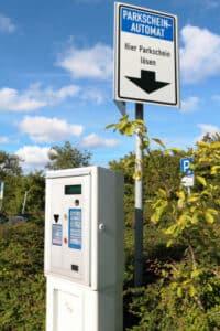 """Laut StVO ist es """"Parken"""", wenn ein Fahrzeug länger als drei Minuten hält"""