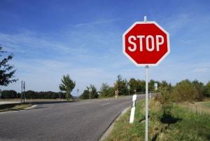 In der StVO sind für Verkehrszeichen sowohl deren Bedeutung als auch das notwendige Verhalten definiert.