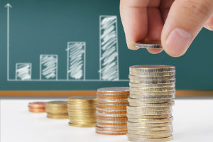 Im Vergleich zu Sparbüchern bieten Tagesgeldkonten höhere Zinsen.