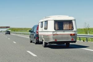 Welcher Bußgeldkatalog für die Überladung beim Wohnwagen gilt, hängt von dessen zulässigen Gesamtgewicht ab.