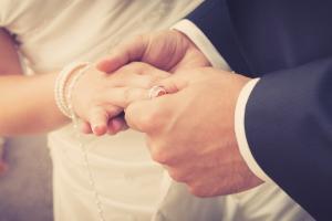 Möchten Sie erneut heiraten, müssen Sie ggf. die Übersetzung von Ihrem Scheidungsurteil vorlegen.
