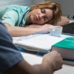 Wie sind Überstunden im Arbeitsrecht geregelt?