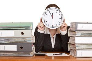Überstunden auszahlen: Die Steuer wird auch bei Mehrarbeit fällig.