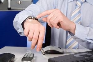Bei Überstunden kommt aber eine gesetzliche Regelung zum Zuge - die Höchstarbeitszeit.