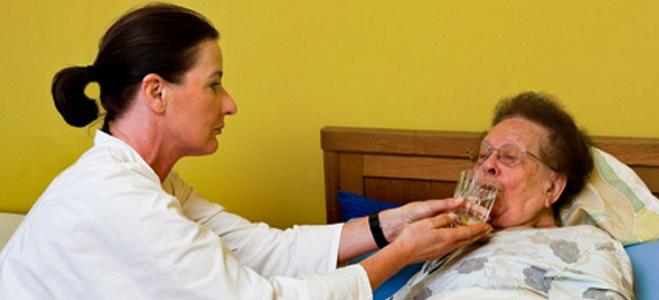 Unterlassene Hilfeleistung in der Pflege? Wann dieser Tatbestand vorliegen kann, erfahren Sie hier!