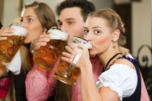 """Urteil: Nicht nur Bierwerbung darf """"bekömmlich"""" nicht mehr enthalten, sondern auch Flaschenetikette."""